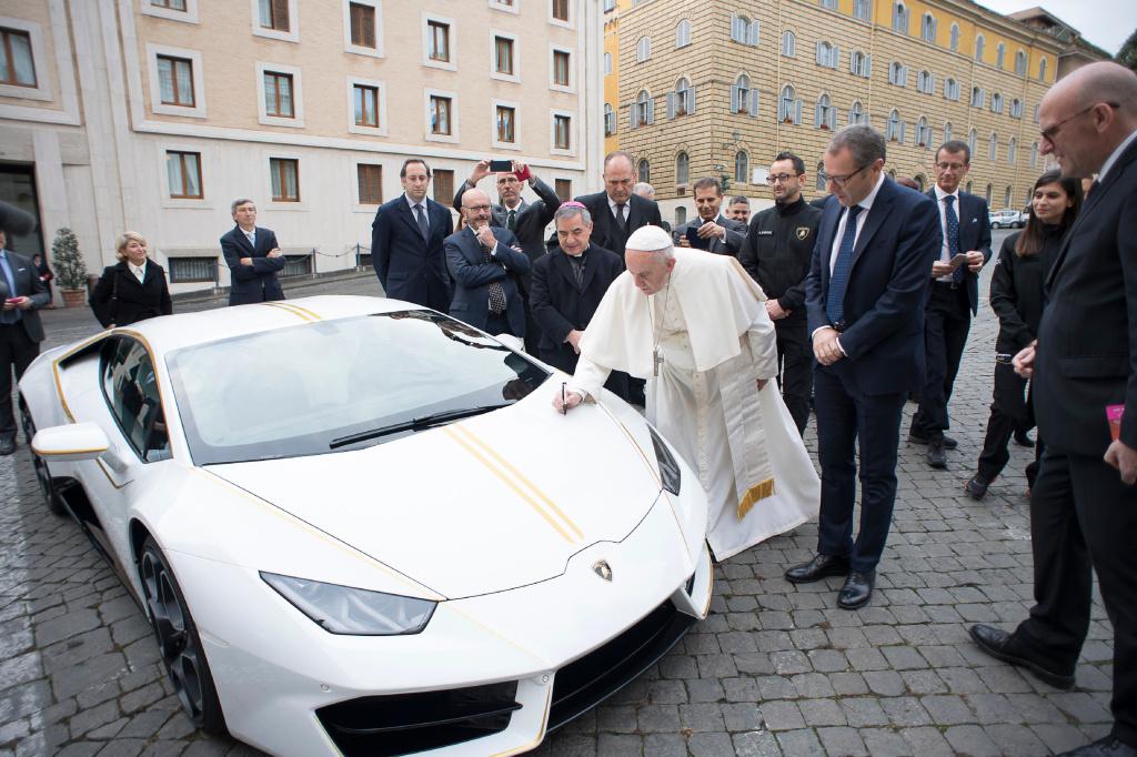 Papst Lamborghini