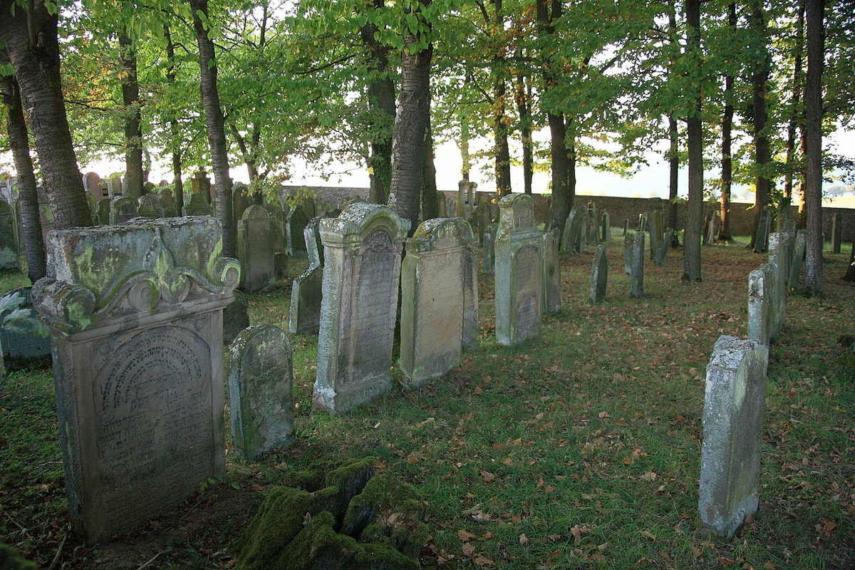 Jüdischer Friedhof.             Foto: Schorle; Lizenz: https://creativecommons.org/licenses/by-sa/3.0/de